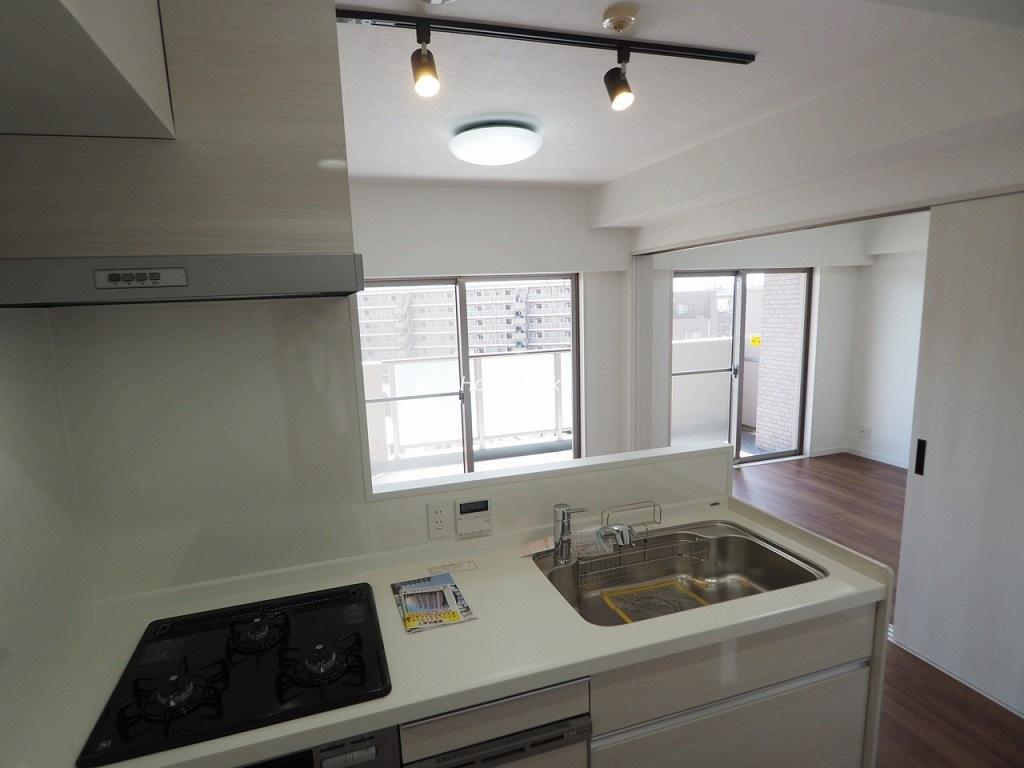 キャッスルマンション蓮根7階 食器洗浄機付きの対面キッチン