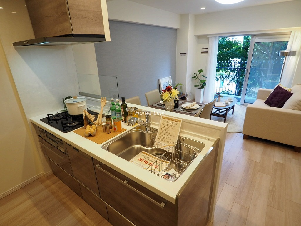 秀和蓮根レジデンス2階 リビングを見渡せる対面キッチン