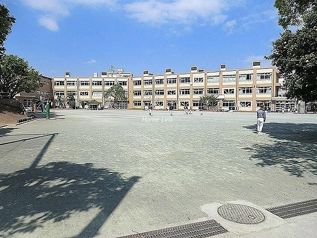 若木住宅2号棟周辺環境 若木小学校