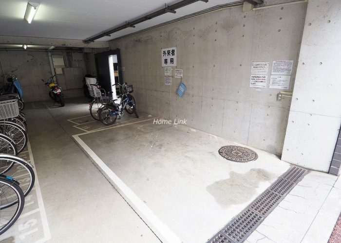 サラータ赤塚 駐車場