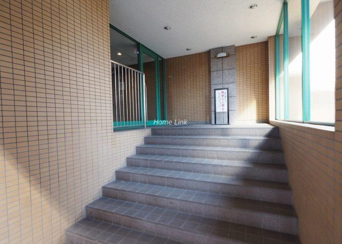 板橋パークホームズ エントランス階段