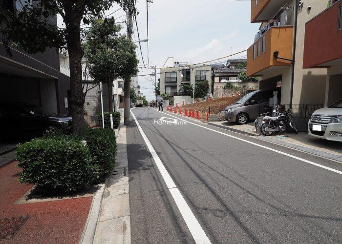 サラータ赤塚 前面道路