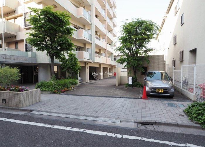 グランヴェルジェ西台 駐車場出入口