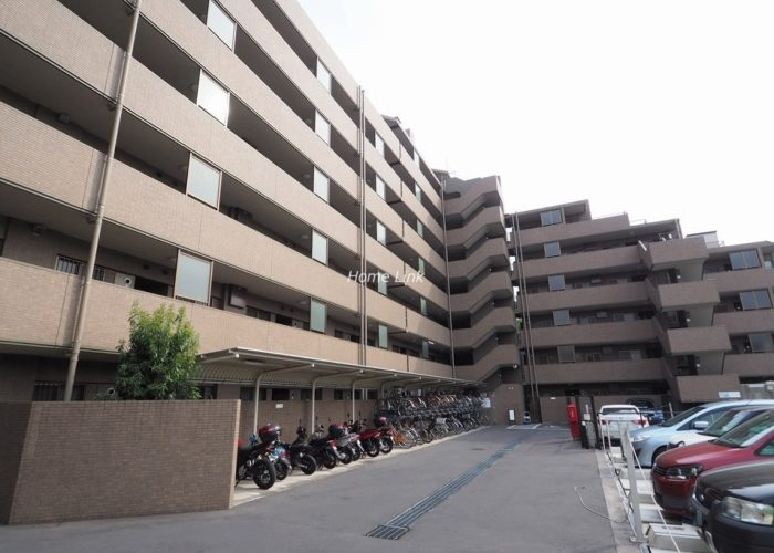 コスモ板橋志村プリオール バイク置場と駐車場