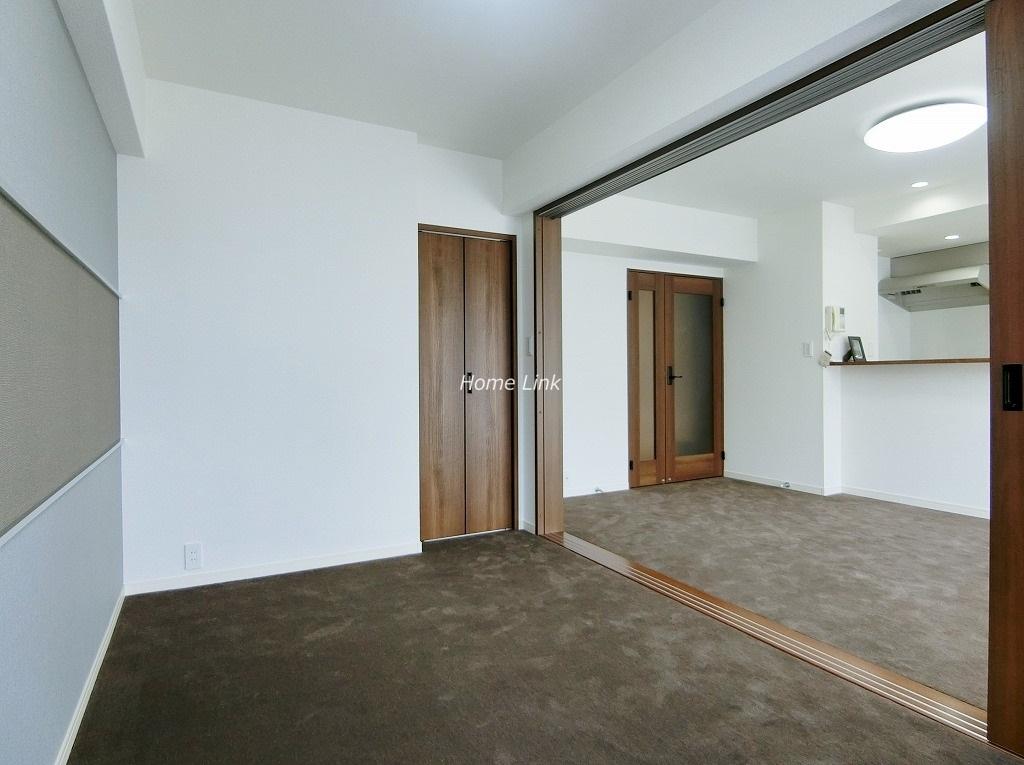 コートハウス城北中央公園2階 続き間洋室4.7帖からリビング