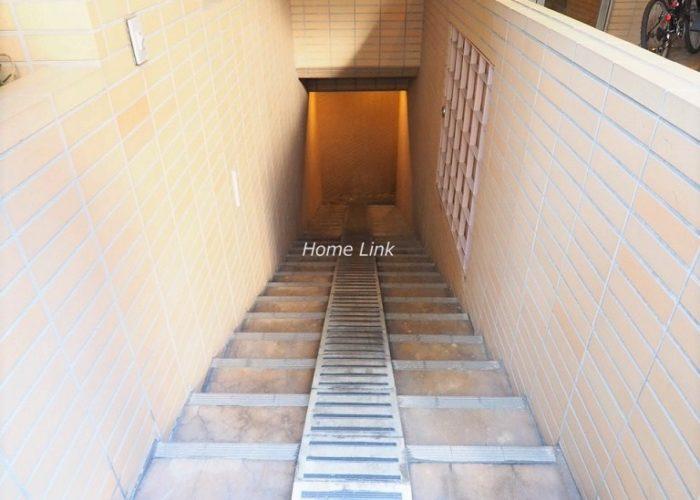 シャロン板橋 地下駐輪場入口