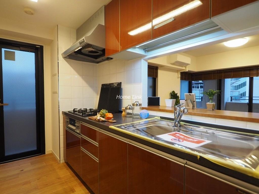 ジェイパーク板橋中台2階 キッチンは勝手口からバルコニーへ