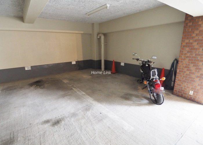 タック中台 バイク置場