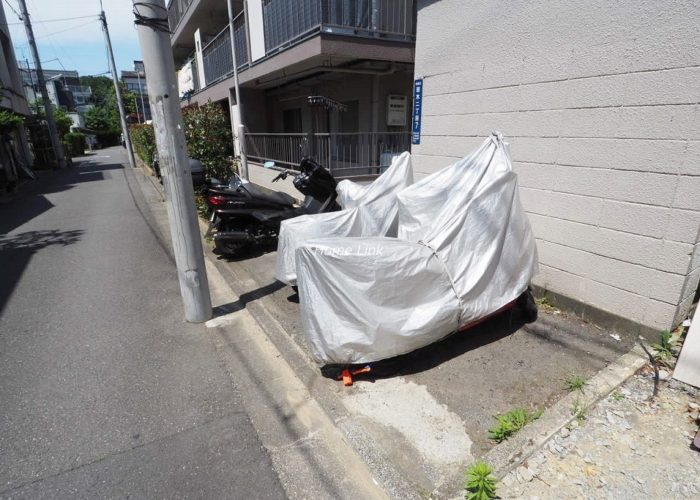 ヴィラ若木 バイク置場