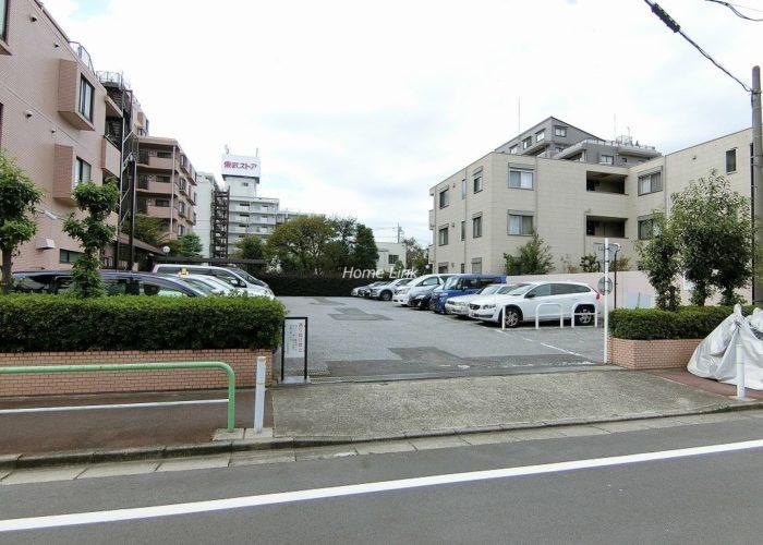 パシフィック小豆沢 駐車場出入口