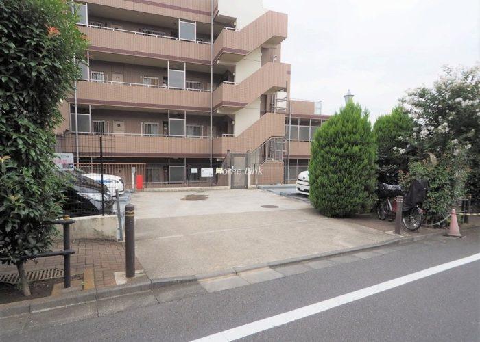 日神パレステージ東武練馬台 西館 駐車場出入口