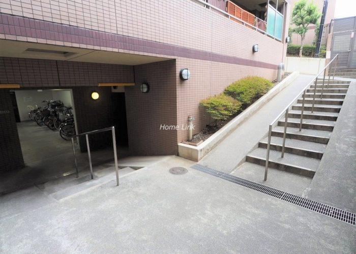 日神パレステージ東武練馬台 西館 駐輪場出入口