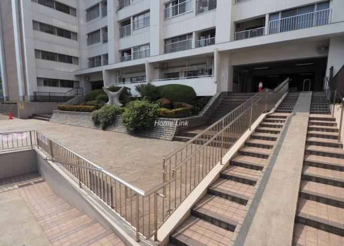 高田馬場住宅 エントランス階段とスロープ