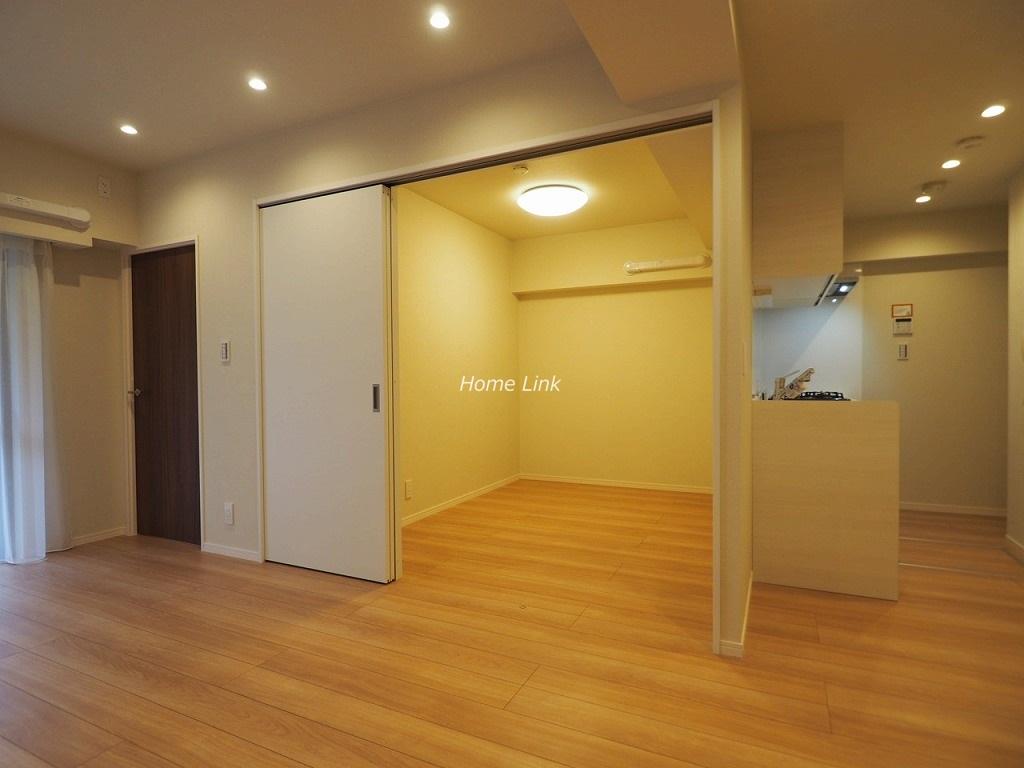 スターロワイヤル常盤台壱番館1階 リビングから洋室とキッチン