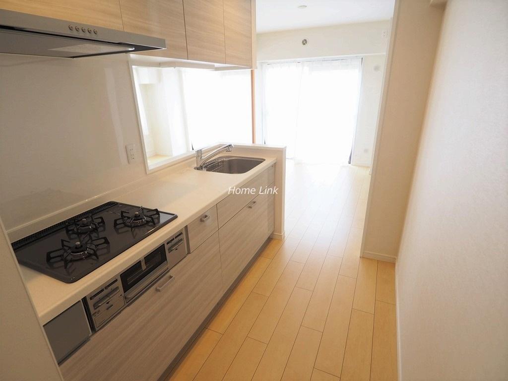 ライオンズマンション成増2階 システムキッチンはゆとりある広さの2100サイズ