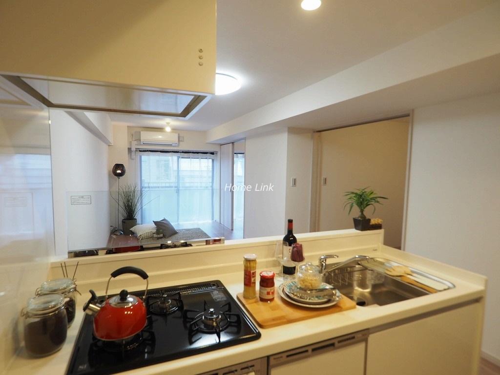 ライオンズマンション成増3階 キッチンからのリビング