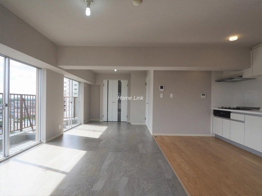 ライオンズマンション赤塚10階 開放的な室内