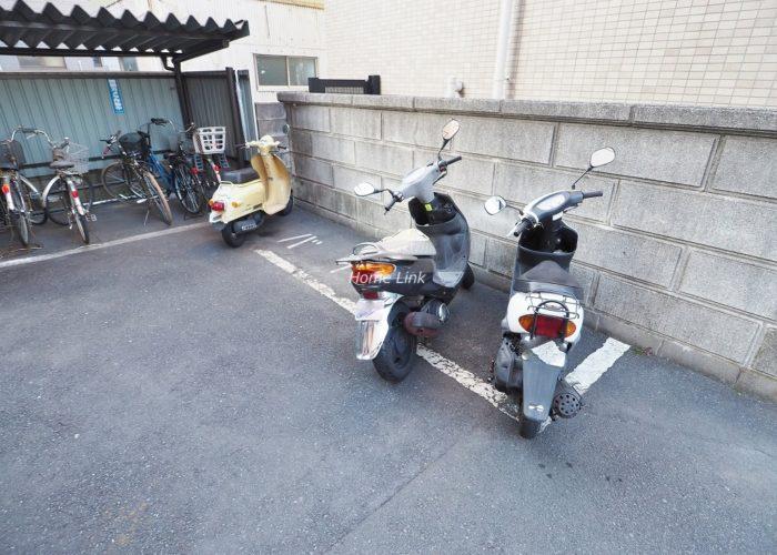 ライオンズマンション赤塚 バイク置場