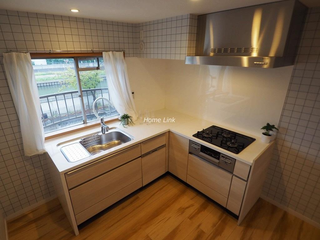 東武高島平サンライトマンション2階 L型キッチン