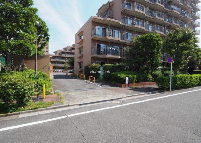 洋伸小豆沢公園マンション 駐車場出入口