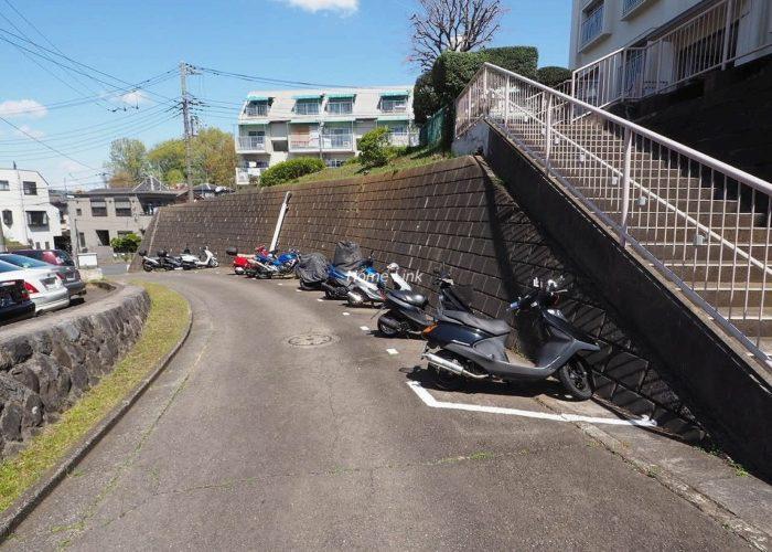 若木住宅 3号棟 バイク置場