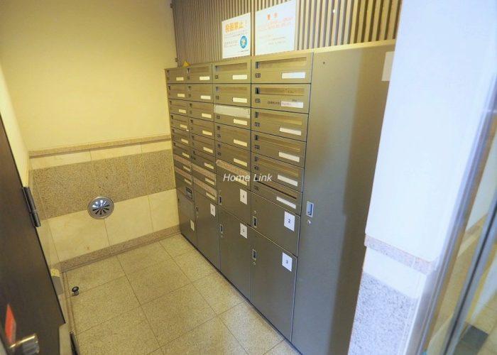 ラグラース板橋区役所前 ポストと宅配ボックス