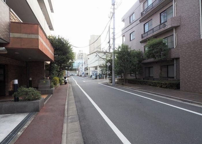 コニファーコート志村弐番館 前面道路