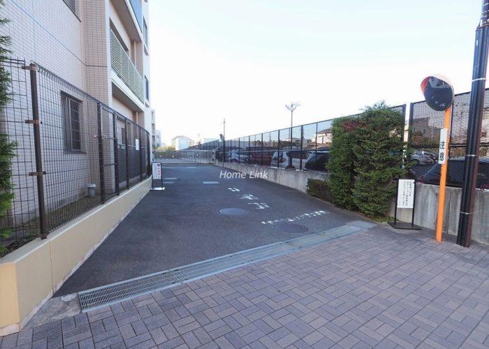 プリズムヒル 駐車場出入口
