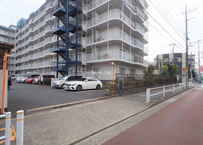 志村スカイハイツ 駐車場出入口