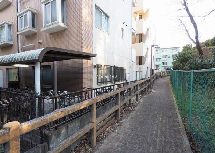 サングリーン赤塚の郷 マンション沿い遊歩道