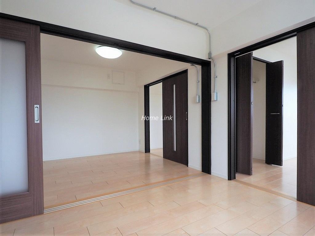 上板橋サンライトマンションAH棟7階 光を通す引戸開けると開放的な空間に