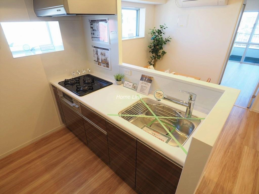 ウィスタリアマンション板橋志村12階 窓のあるキッチン