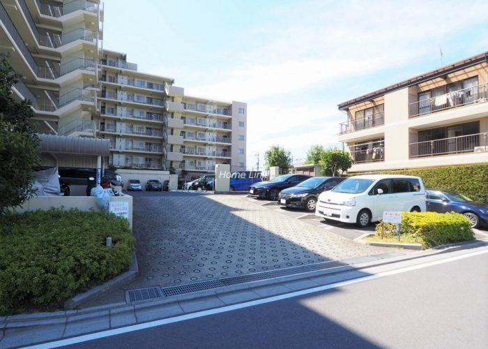 リビオ浦和上木崎グランセーヌ 駐車場出入口
