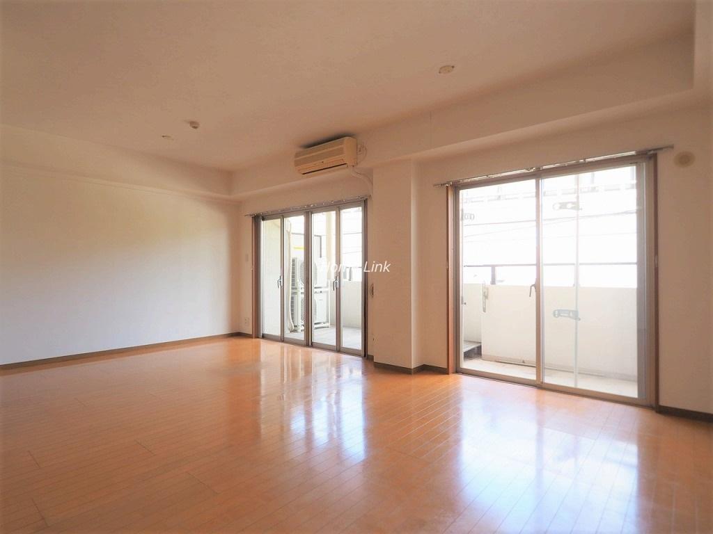 グランシティ志村坂上2階 約19.7帖の広々リビング空間