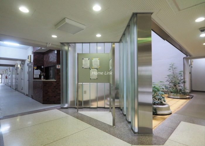 志村三丁目フラワーホーム エントランスホール