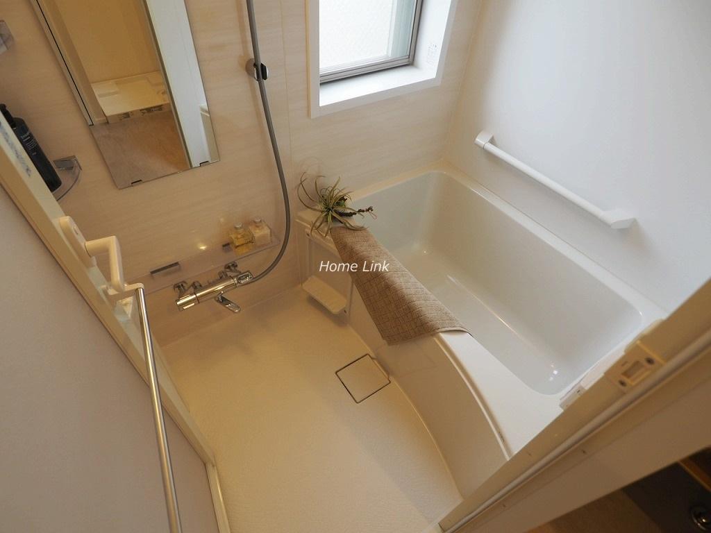 セーヌヴァン・シッス2階 浴室にも窓