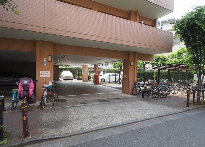 ルピナス赤塚ツインズガーデン弐番館 駐車場出入口