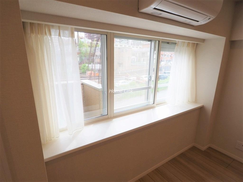 成増アーバンライフ3階 リビング出窓