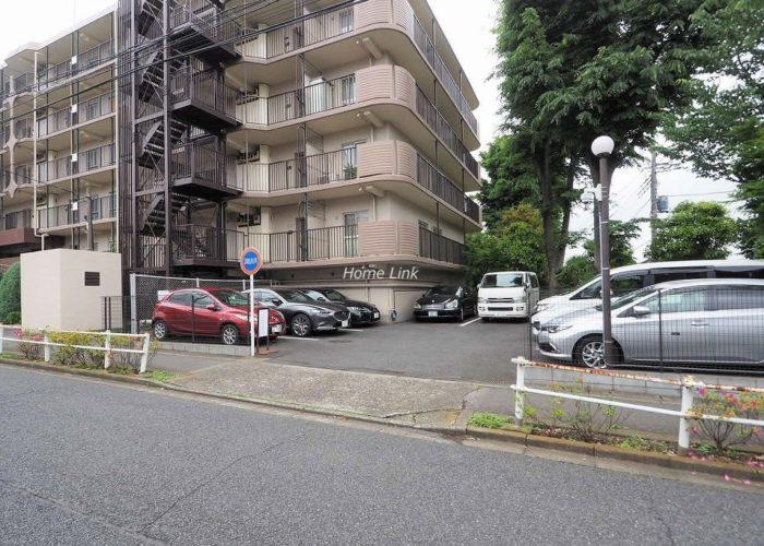 成増ハイライズ 駐車場出入口