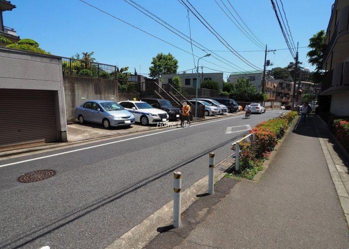 成増ハイライズ 前面道路歩道