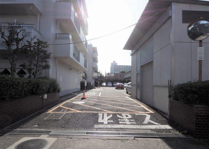 蓮根スカイマンション 駐車場出入口