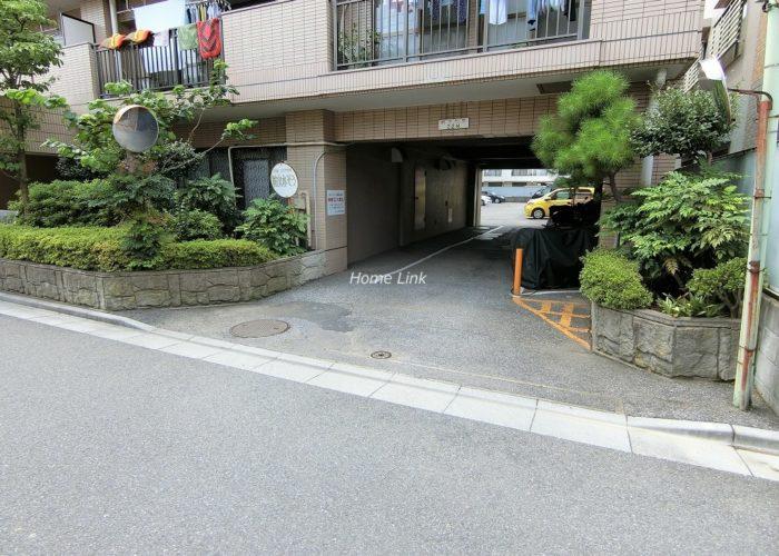 シャルム朝日 駐車場出入口