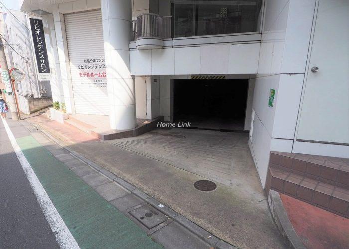 成増ガーデンハイツ 駐車場出入口