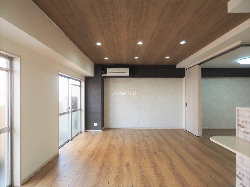 タイムズコーポ成増8階 広くて明るい約15帖のリビング空間
