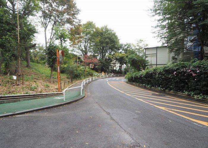 サンシティD棟 前面道路