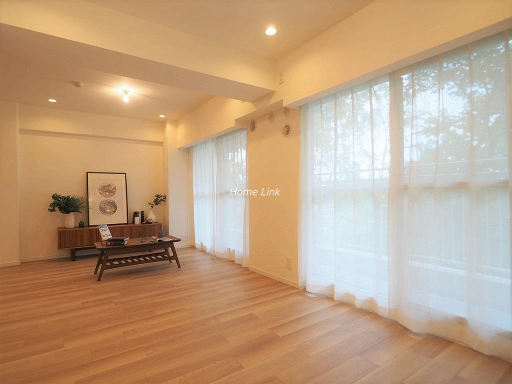 サンシティD棟3階 明るいLDKは22.6帖の空間