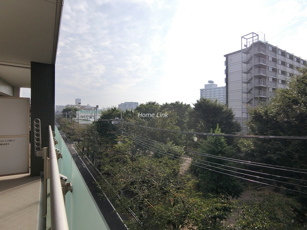 ファミール西台5階 春にはバルコニーから桜を望めるロケーション