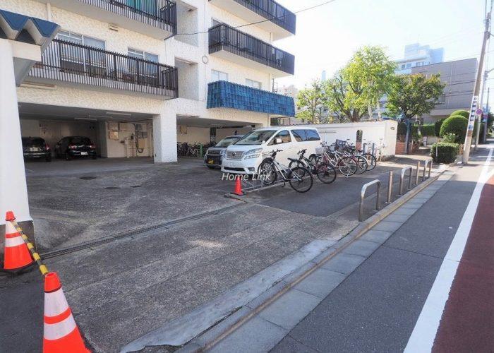 秀和大山レジデンス 駐車場出入口
