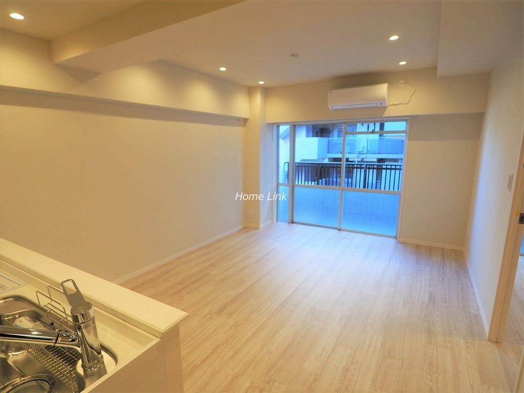 秀和大山レジデンス4階 リビングを見渡せる対面キッチン