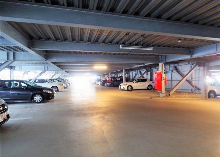 ザ・クレストリヴァシス 駐車場